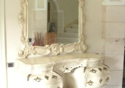 marmorino e laccatura anticata su mobile